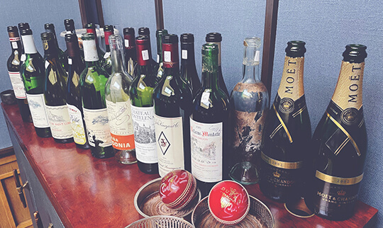 The competing wines and Captains prizes from one of the guests 540x322